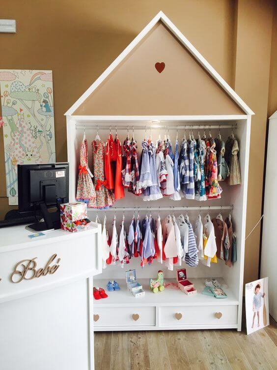 Guarda roupa infantil em formato de casinha