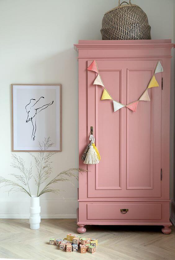 Guarda roupa infantil retro cor de rosa