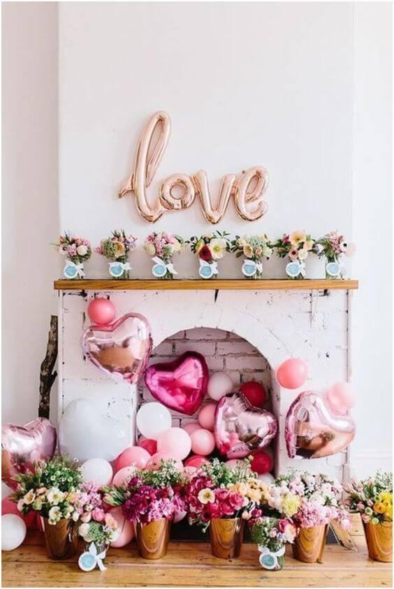 Lareira de casa com decoração romântica e linda