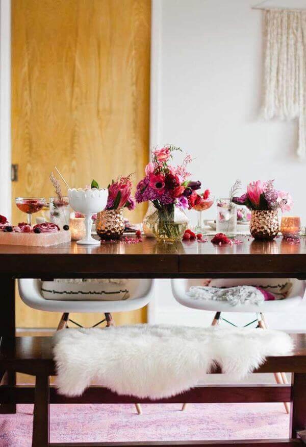 Decoração romântica em casa com flores e detalhes lindos