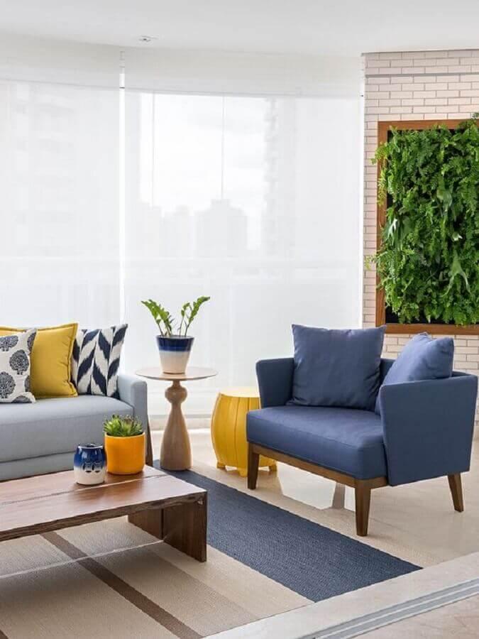 jardim vertical para decoração de sala azul e branca Foto Casa de Valentina