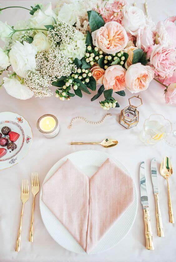 Veja como fazer decoração romântica jantar linda em todos os detalhes
