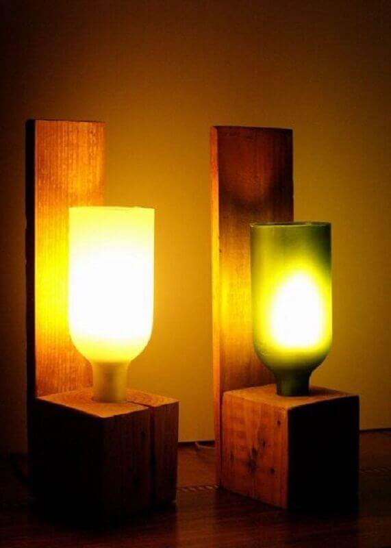 modelo de abajur de garrafa com estrutura de madeira Foto Pinterest