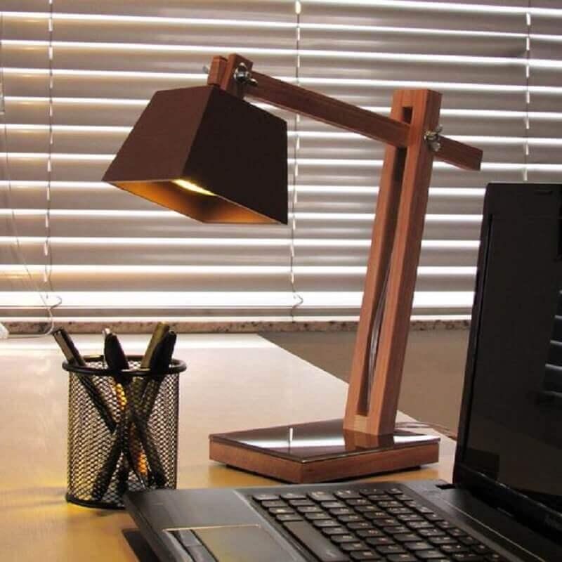 modelo de abajur de madeira articulável Foto Hometeka