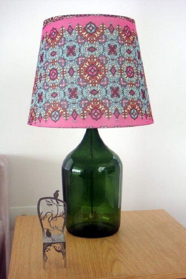 modelo simples de abajur de garrafa verde com cúpula colorida Foto Pinterest