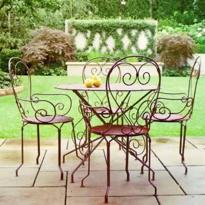 Móveis de ferro artesanal na varanda moderna