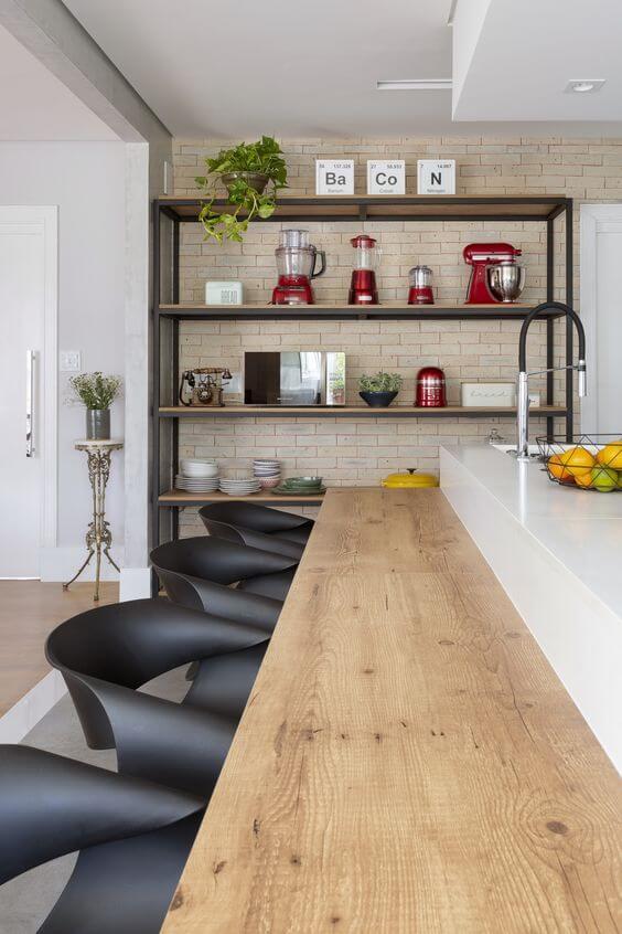 Móveis de ferro com madeira são práticos para a cozinha