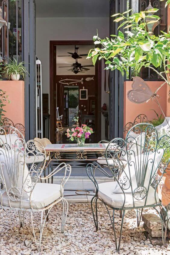 Móveis de ferro envelhecido para varanda com almofada confortável