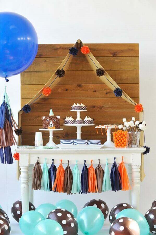 painel de madeira para decoração festa infantil simples bonita Foto 100 Layer Cakelet