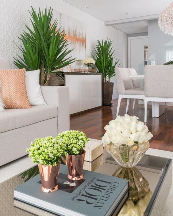 Sala de estar com mesa de centro