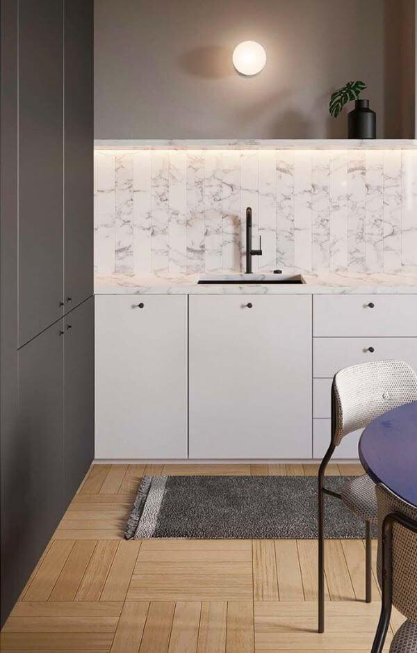 O porcelanato amadeirado fica lindo na cozinha