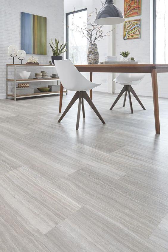 Porcelanato amadeirado claro na casa moderna