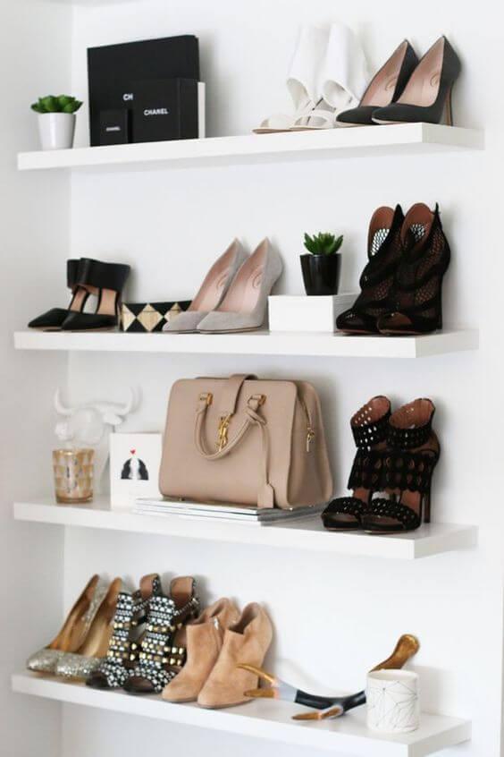 Prateleiras para closet com sapatos e bolsas