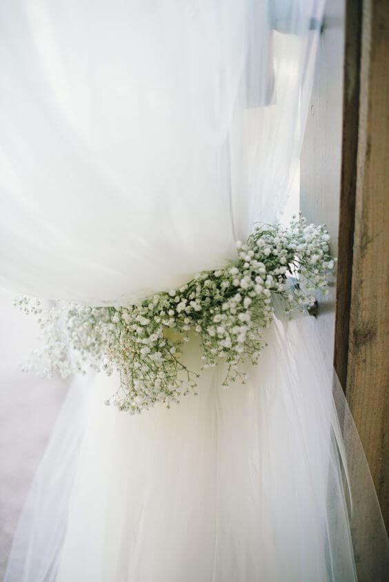 Prendedor de cortina branca com flores