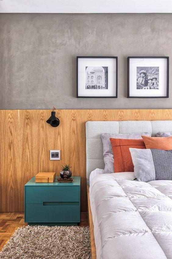 Quarto com cabeceira de madeira rústica