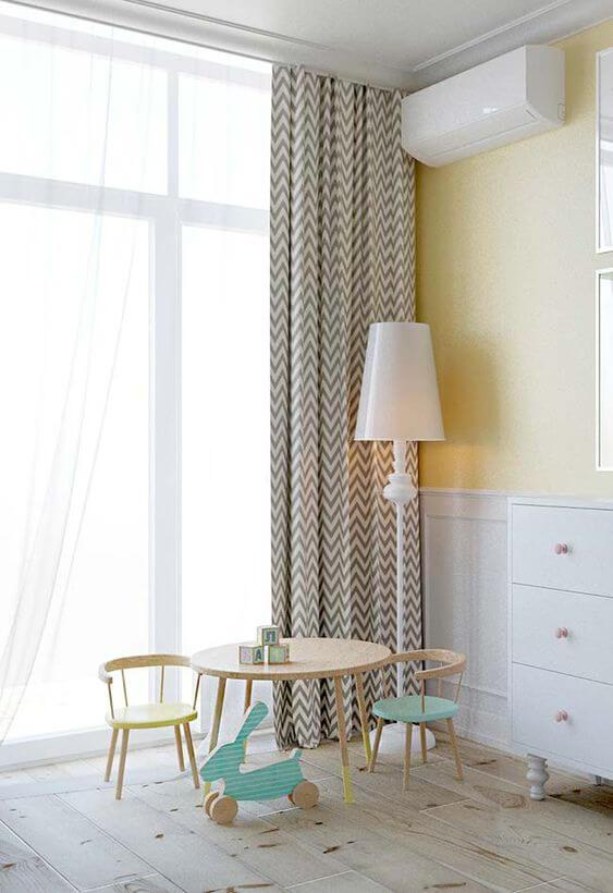 Quarto infantil com cortineiro de gesso e cortina estampada