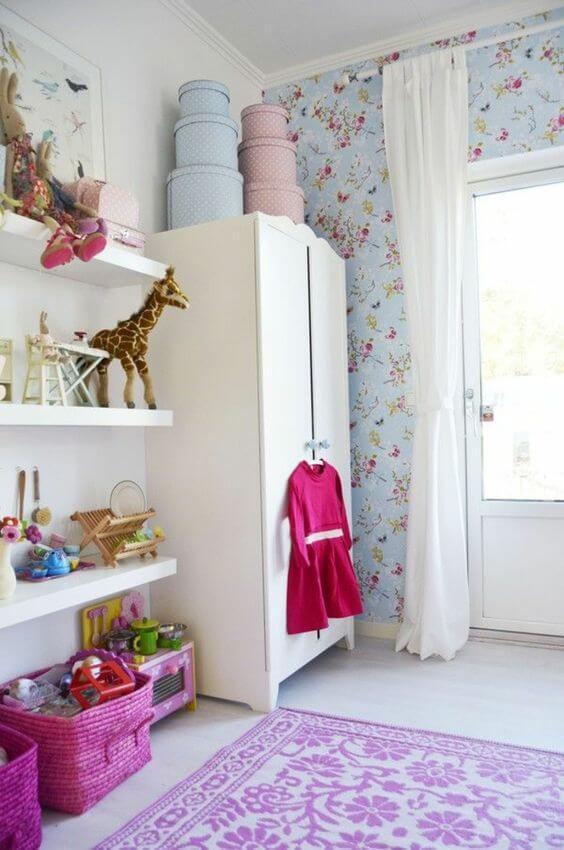 Quarto com guarda roupa infantil pequeno