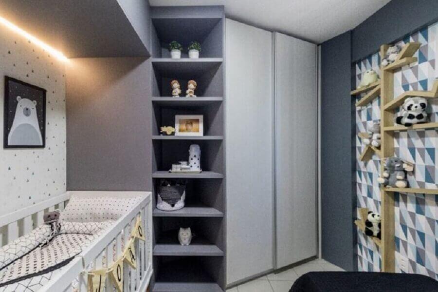 quarto de bebê pequeno planejado cinza Foto Lucas Cavalcanti Interiores