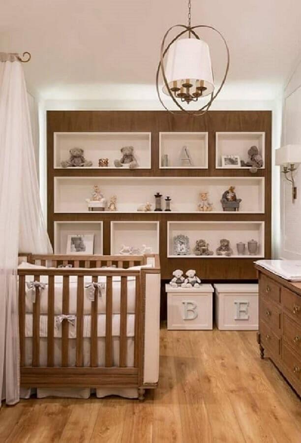 quarto de bebê planejado com estante de nichos em madeira Foto Pinterest