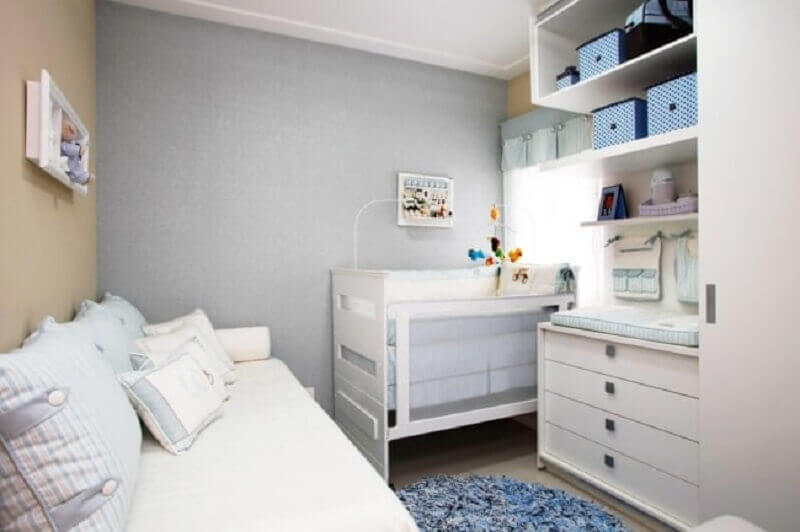 quarto de bebê planejado para apartamento com decoração neutra Foto Reforma e Decor