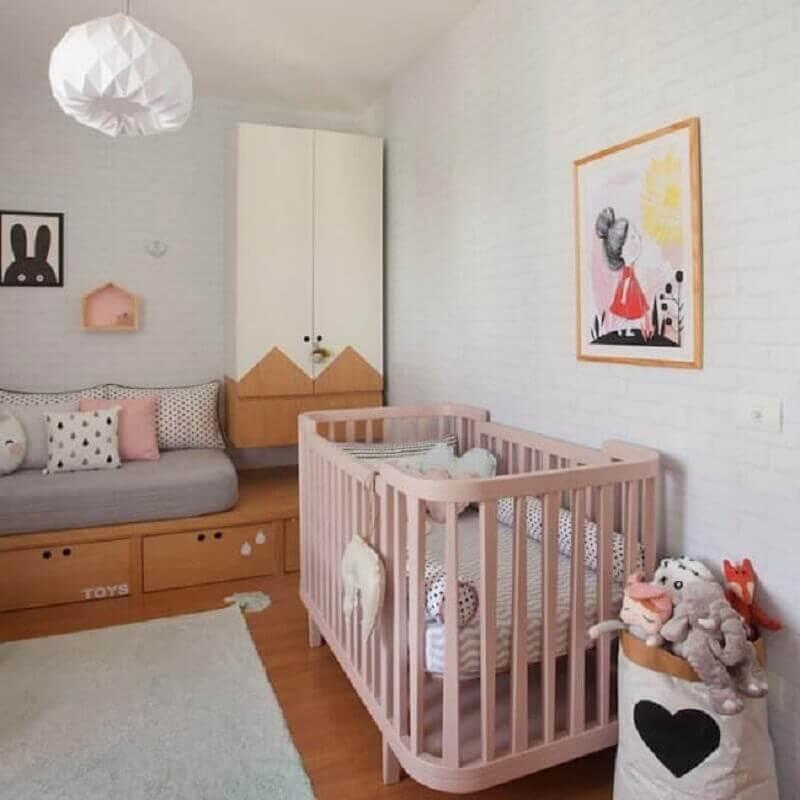 quarto de bebê planejado simples com berço rosa Foto Pinterest