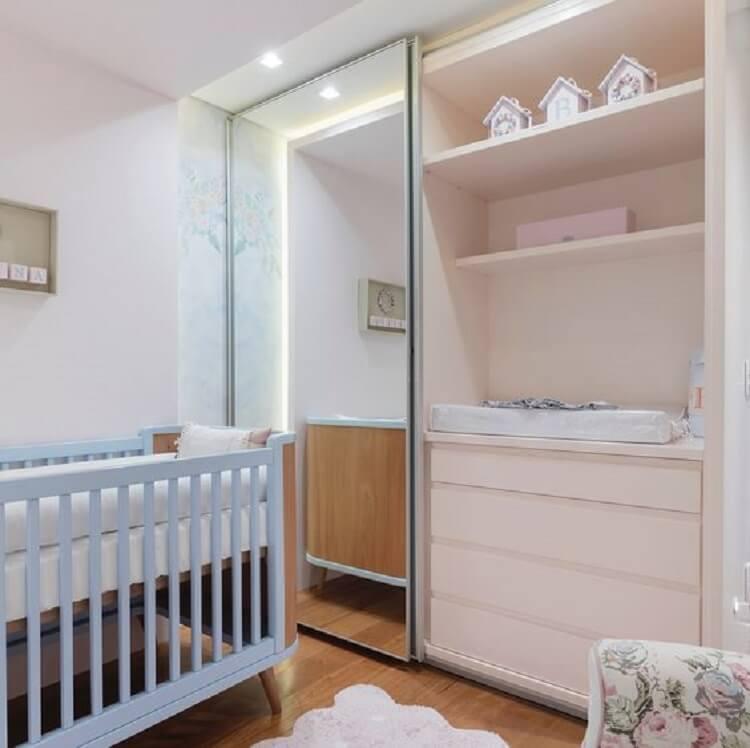 quarto de bebê planejado simples com guarda roupa espelhado Foto Dicas de Mulher