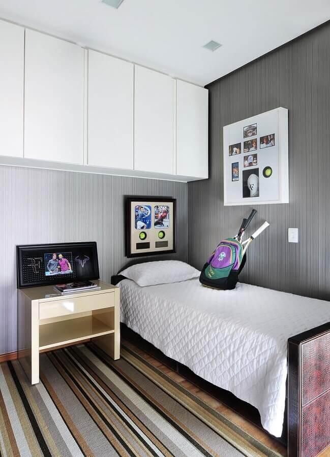 quarto de solteiro feminino simples decorado com tapete listrado Foto Casa de Valentina