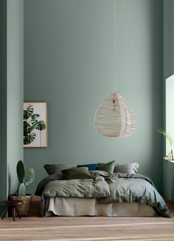Quarto verde para casal com cama box casal queen