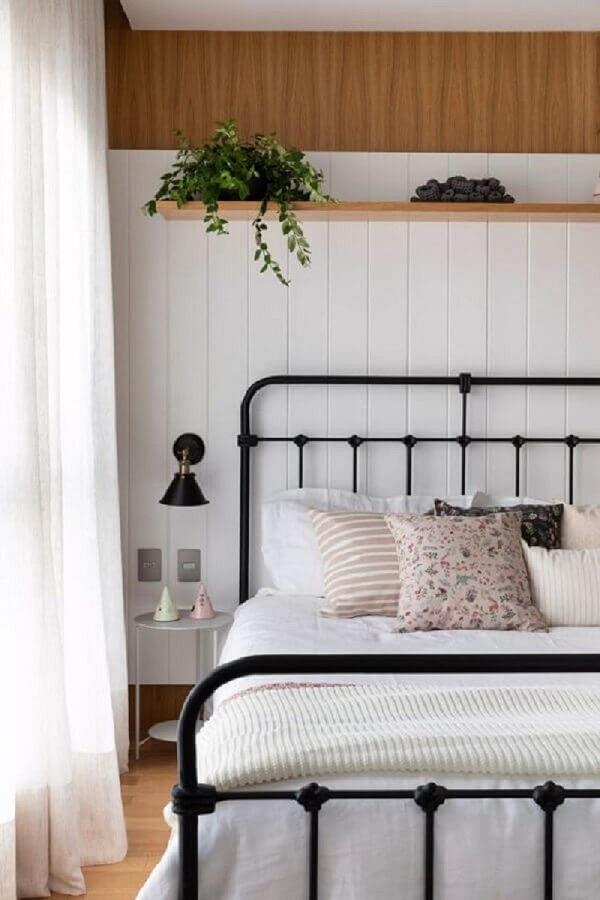 quartos bonitos decorados com cama de ferro Foto Casa Vogue