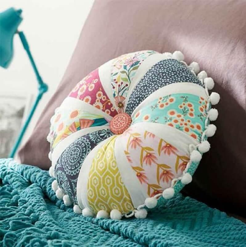 retalhos de tecido para almofada redonda com botão no centro