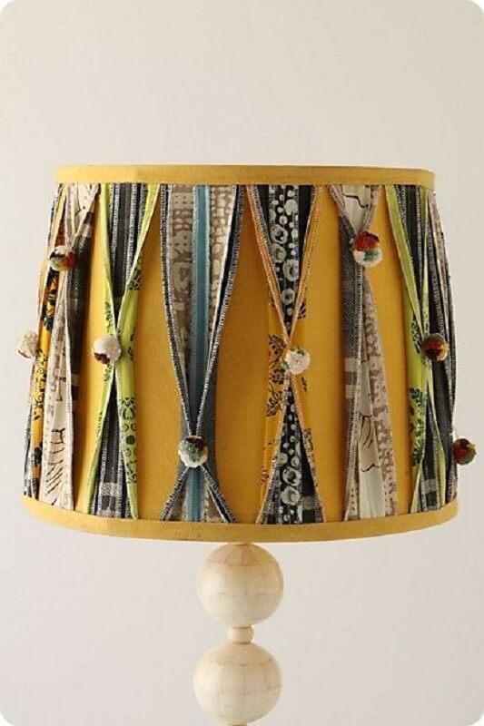 retalhos de tecido para decorar cúpula de abajur amarelo