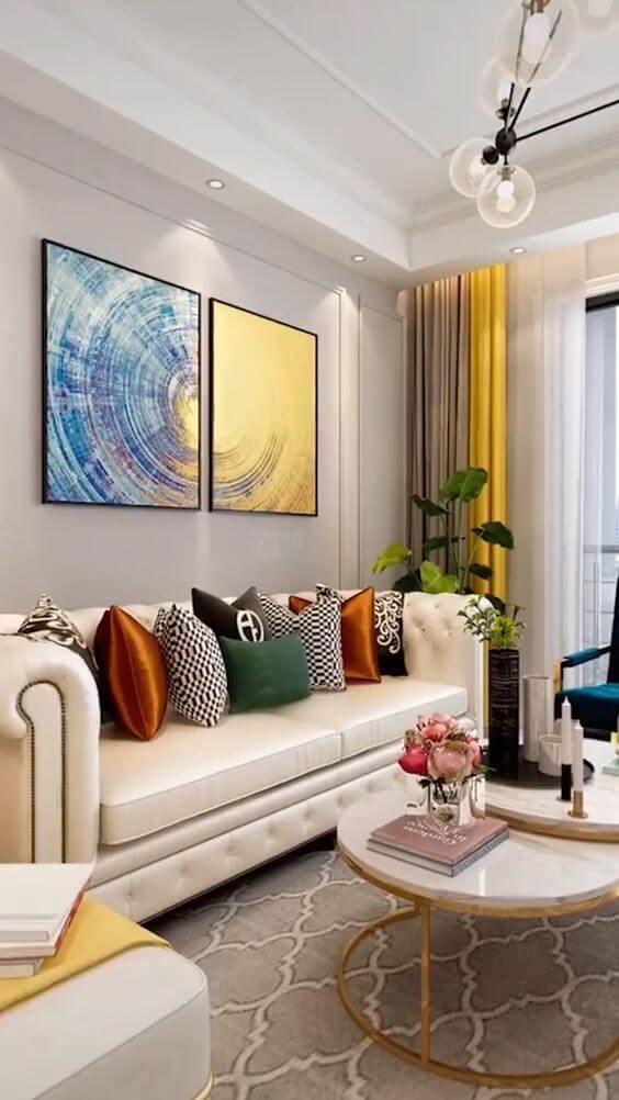 Sala clássica com cortineiro de gesso