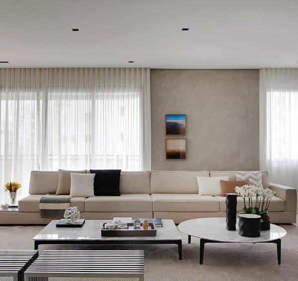 Sala com cortineiro embutido