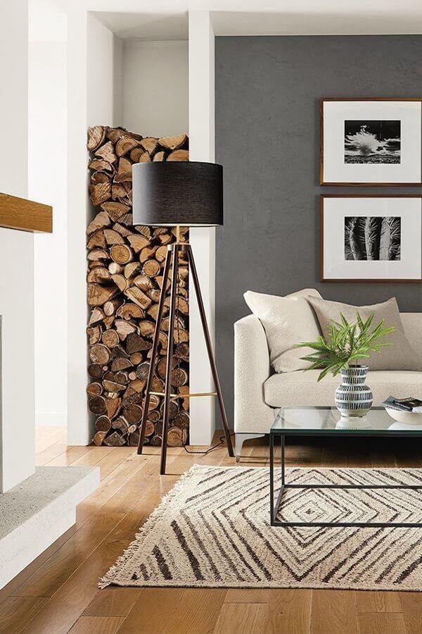 sala de estar decorada com abajur tripé preto Foto Pinterest