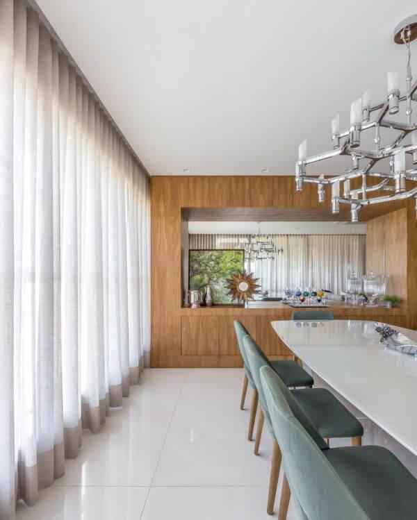 Sala de jantar com cortineiro de gesso cinza