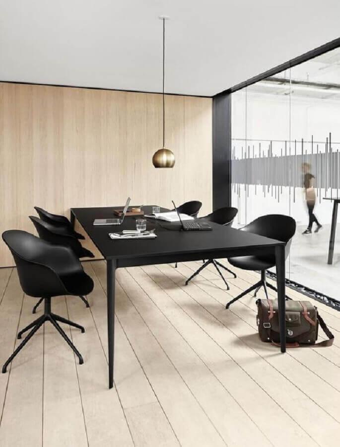 sala de reunião moderna com cadeira de escritório preta Foto BoConcept