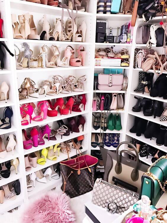 A sapateira e a bolsa também precisam ser consideradas na hora de montar um closet