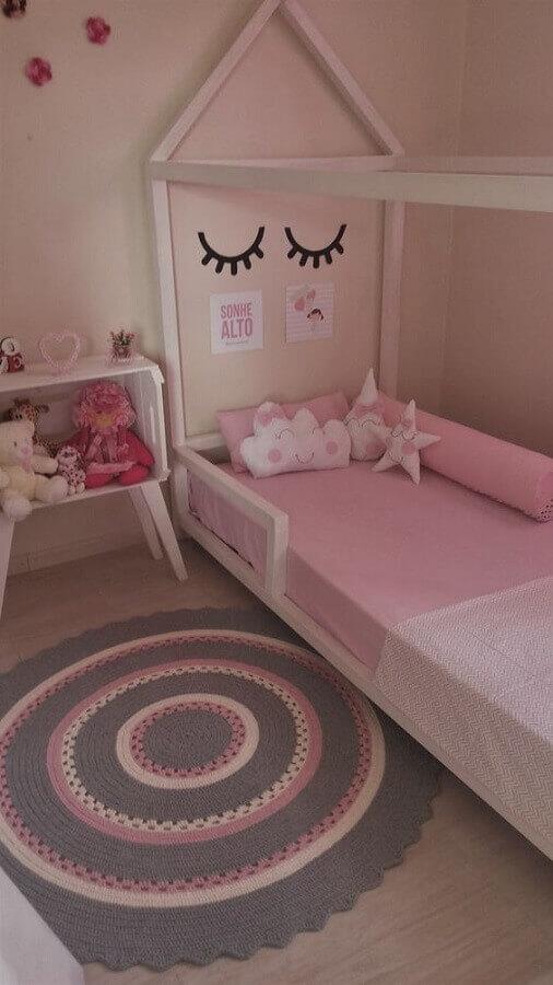 tapete de crochê para quarto de menina cinza e rosa com decoração unicórnio Foto Pinterest