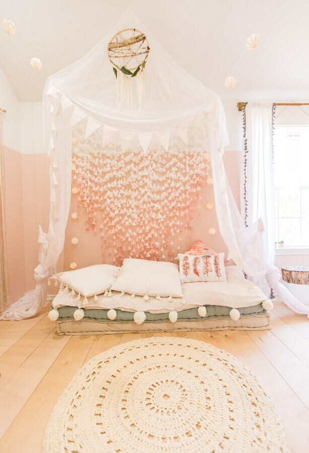tapete de crochê para quarto decorado com estilo romântico Foto Home Fashion Trend