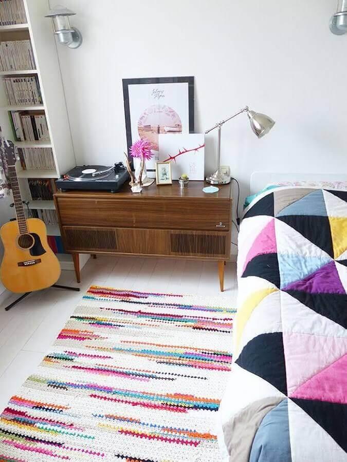 tapete de crochê quadrado para quarto de casal com detalhes coloridos Foto Home Fashion Trend