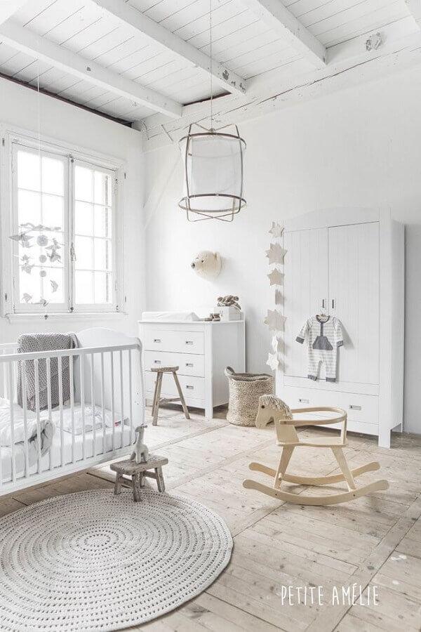 tapete de crochê redondo para quarto de bebê decorado todo branco Foto Pinterest