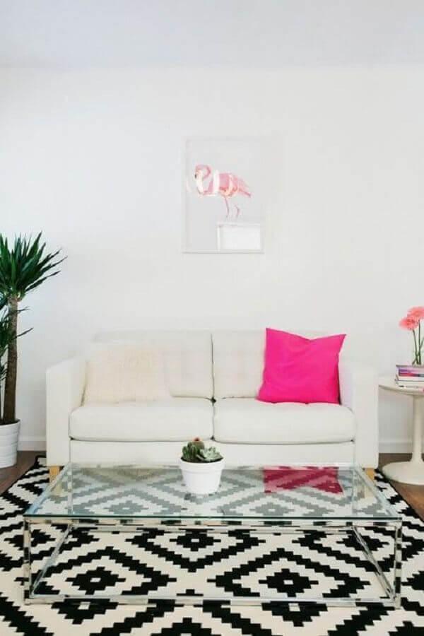tapete geométrico preto e branco para decoração de sala simples com sofá branco Foto Blog da Decoração