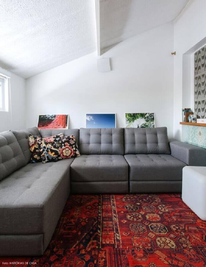 tapete para sala com sofá cinza Foto Histórias de Casa
