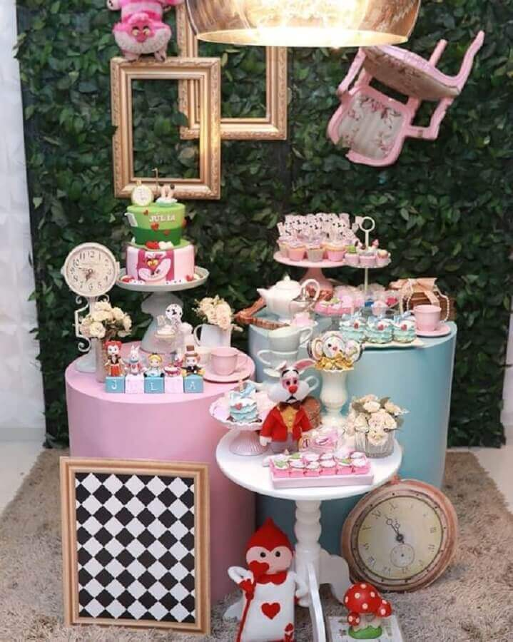 mesversário themes alice party in wonderland Photo Pinterest