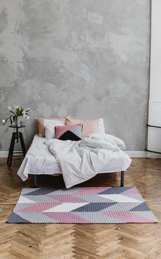 tons pastéis para tapete de crochê para quarto de casal decorado com parede de cimento queimado Foto Pinterest
