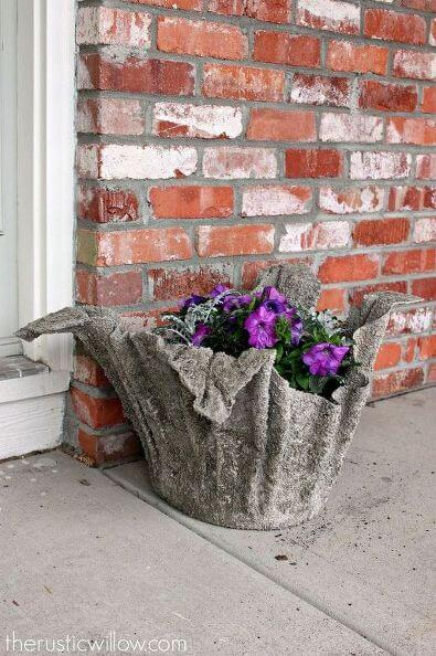 Você mesmo pode fazer um vaso grande de cimento