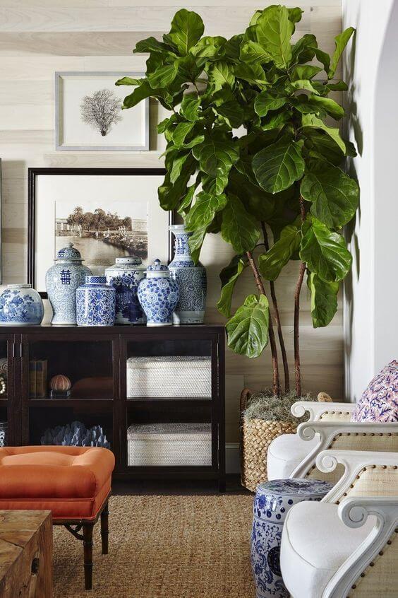 Vaso grande na sala de estar moderna