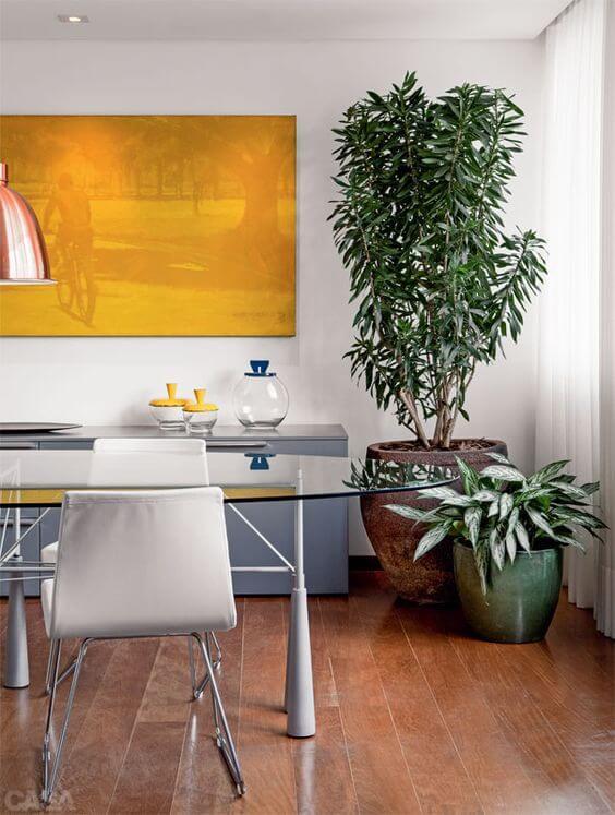 Vaso grande na sala de jantar moderna