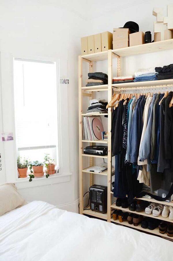 É possível montar um guarda roupa de pallet sob medida para o seu quarto