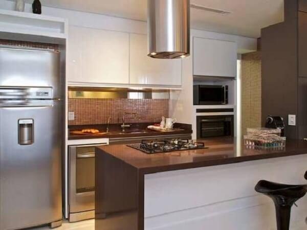 Cozinha moderna com bancada de granito café imperial